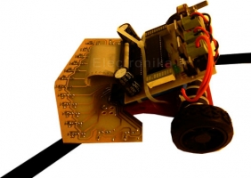 ربات مسیر یاب 16 سنسوره ی pid